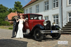 Alt-Bild: Hochzeitsfahrt mit der Limousine