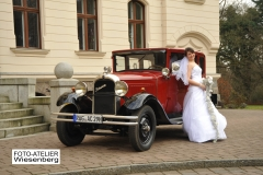 Hochzeitsfoto vor dem Schloss Ralswiek